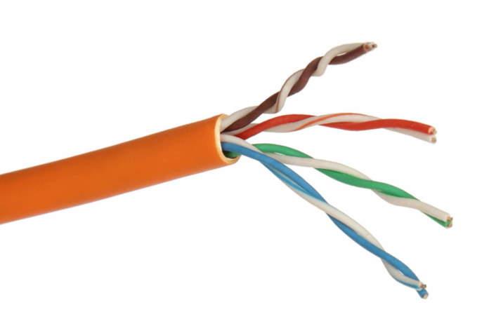 """Gli standard e le varianti PoE supportano i tradizionali cavi FTP/UDP a partire dalla categoria 5/5e. Le norme 802.3af e 802.3at (tipo 1 - max 13 watt) si """"accontentano"""" anche dei cavi Cat.3"""