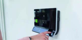 Il terminale dormakaba 97 00 è disponibile anche nella versione biometrica